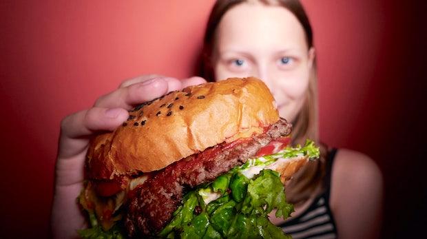 Coolness-Faktor: Wenn Snapchat die hippe Burgerbude ist, muss Facebook sowas wie McDonalds sein