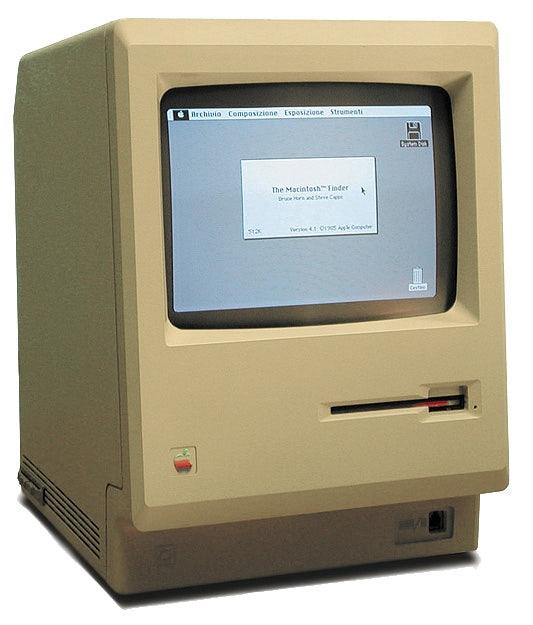 """Der erste Macintosh von Apple erschien im Jahr 1984 und war der Nachfolger des technisch ähnlichen, aber wirtschaftlich erfolglosen Apple Lisa. (Bild: <a href=""""https://de.wikipedia.org/wiki/Macintosh#/media/File:Macintosh_128k_transparency.png"""">Wikipedia</a>)"""