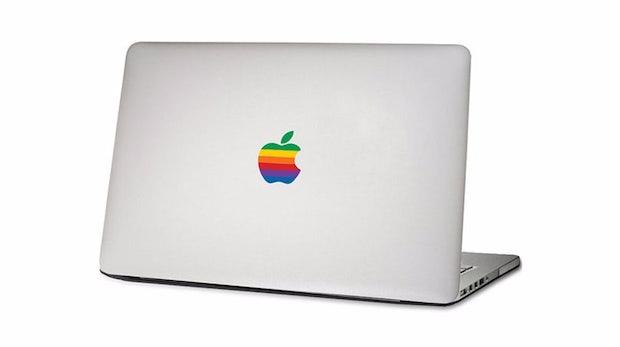 "Apples MacBook goes retro. Bild: <a href=""http://de.dawanda.com/product/93980295-apple-rainbow-logo-macbook-sticker-aufkleber"">DaWanda</a>"