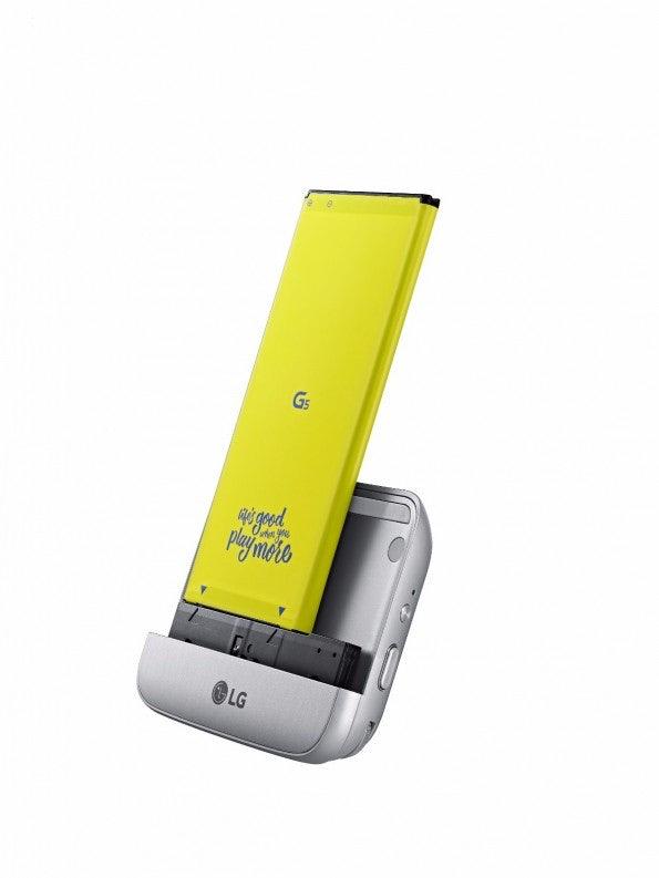 LG CAM Plus ist ein Kameramodul, das über den Einschub auf der Unterseite des Geräts direkt am G5 angebracht werden kann. (Foto: LG)