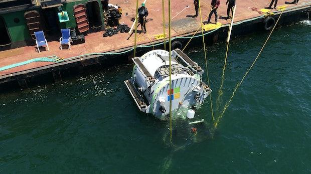 0,006 Meilen unter dem Meer: Microsoft versenkt mit Project Natick Datenzentren im Wasser