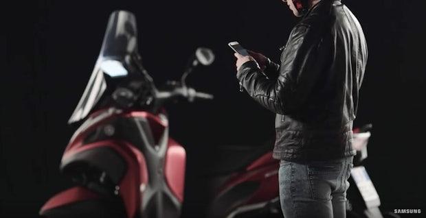 Infos auf der Windschutzscheibe: Dieser Mini-Projektor von Samsung soll Moped-Fahren smart machen