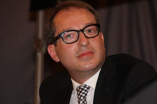 """Störerhaftung abschaffen: Minister Dobrindt will """"mit einem Klick ins freie WLAN"""""""