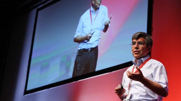 """KI-Forscher Raúl Rojas: """"Ein Breitbandanschluss für das Gehirn? Absurd!"""""""