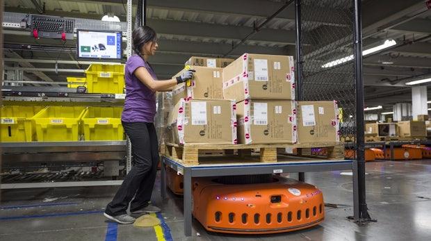 Exklusiv: Amazon zeigt, wie Roboter und Menschen zukünftig zusammenarbeiten werden