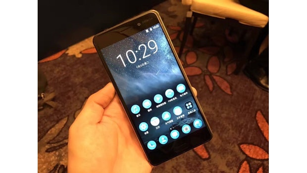 "Nokia 6 im Hands-on. (Foto: <a href=""http://m.weibo.cn/2049128063/EpQ7XvuOT?jumpfrom=weibocom#_rnd1483864060544"">Weibo</a>)"