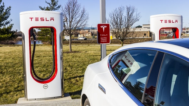 Tesla verlängert Frist für kostenlose Supercharger-Ladestationen