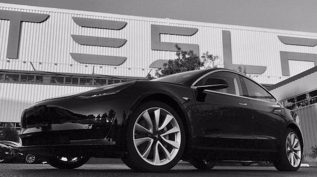 Tesla: Arbeiter klagen über zu niedrige Löhne und schlechte Bedingungen